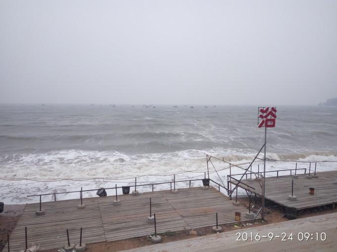 到望海寺海滨,在葫芦岛火车站乘坐3路公交车,新区方向乘坐11路公交车