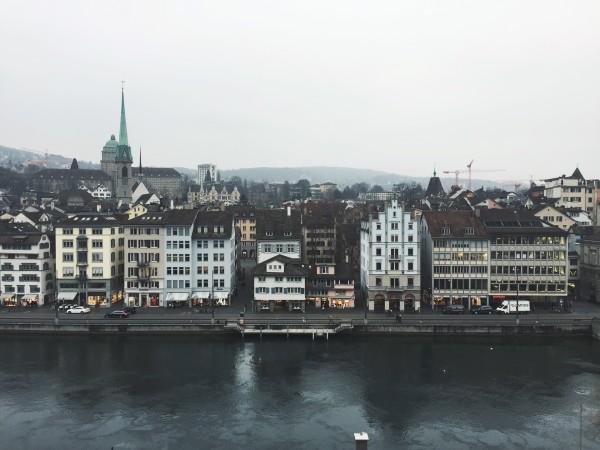 布达佩斯有多瑙河,上海有黄浦江,广州有珠江……属于苏黎世的,便是