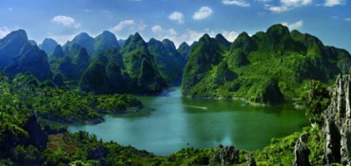 小七孔 西江 黄果树大瀑布 马岭河峡谷 万峰林 万峰湖6日游 含景区门票 免费接送站