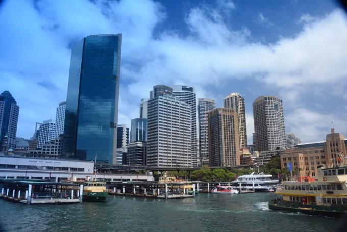 一路上悉尼港风景如画,悉尼人的海上运动的热情也散发在这里的海面上