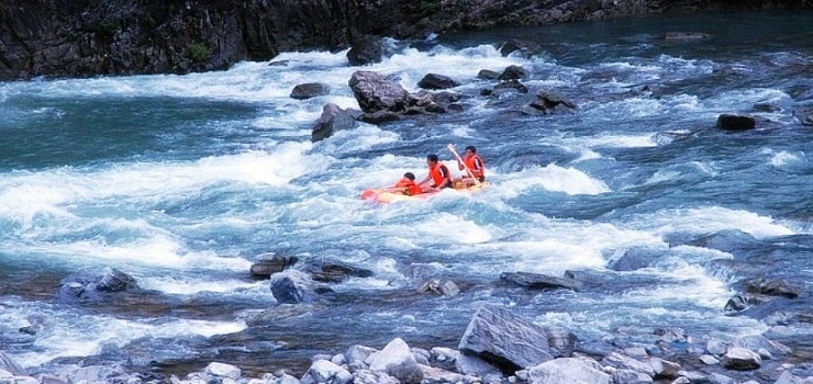 响马河峡谷漂流