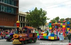 【阿德莱德图片】多姿多彩的夏季圣诞大游行之四——澳洲阿德莱德
