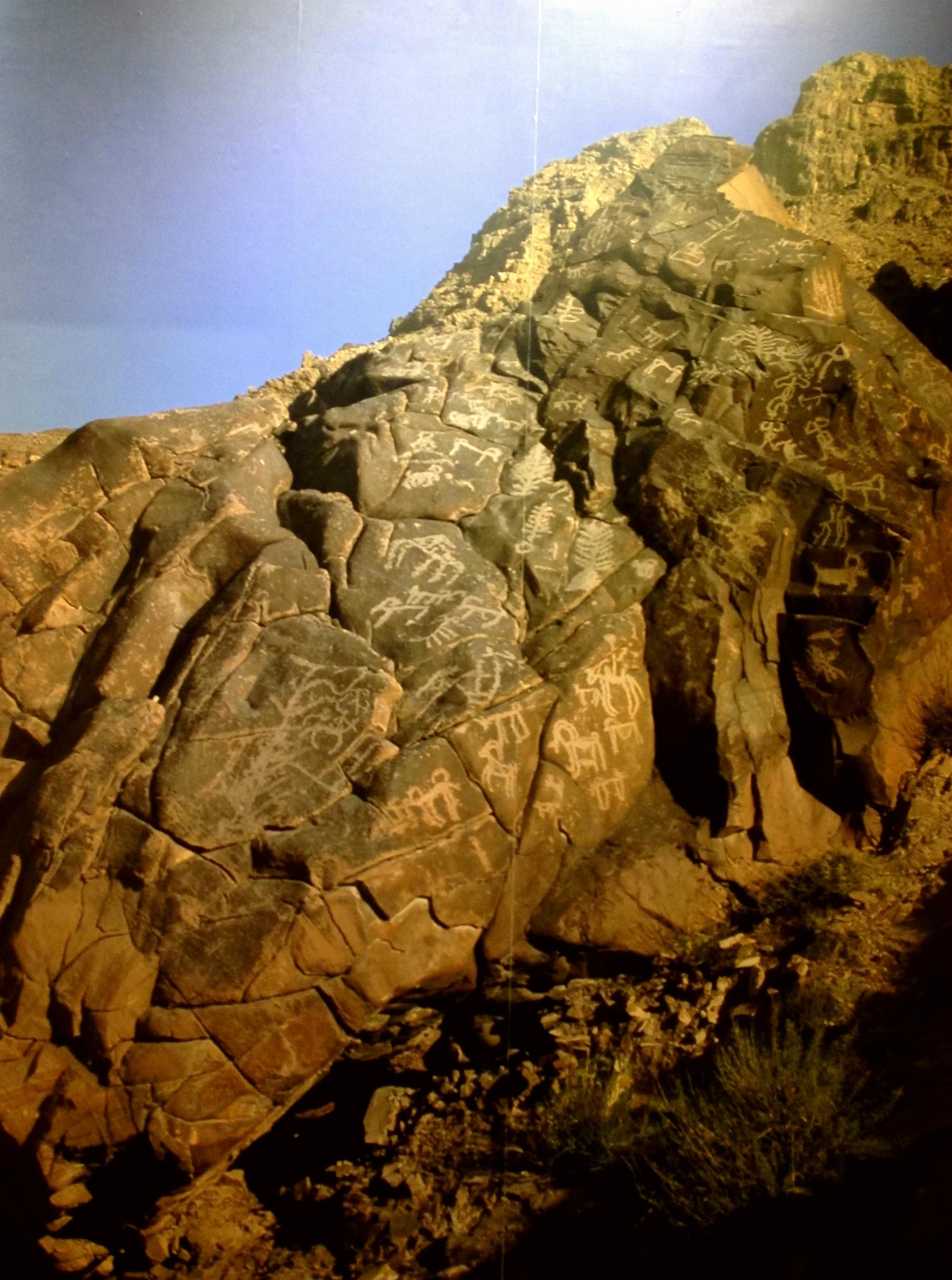 世界上规模最大的岩画专题博物馆银川世界岩画馆位于贺兰山岩画风景区