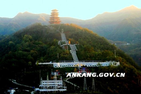 包茂高速宋家梁隧道;(襄渝线汉江铁路桥上摄)-紫阳游记
