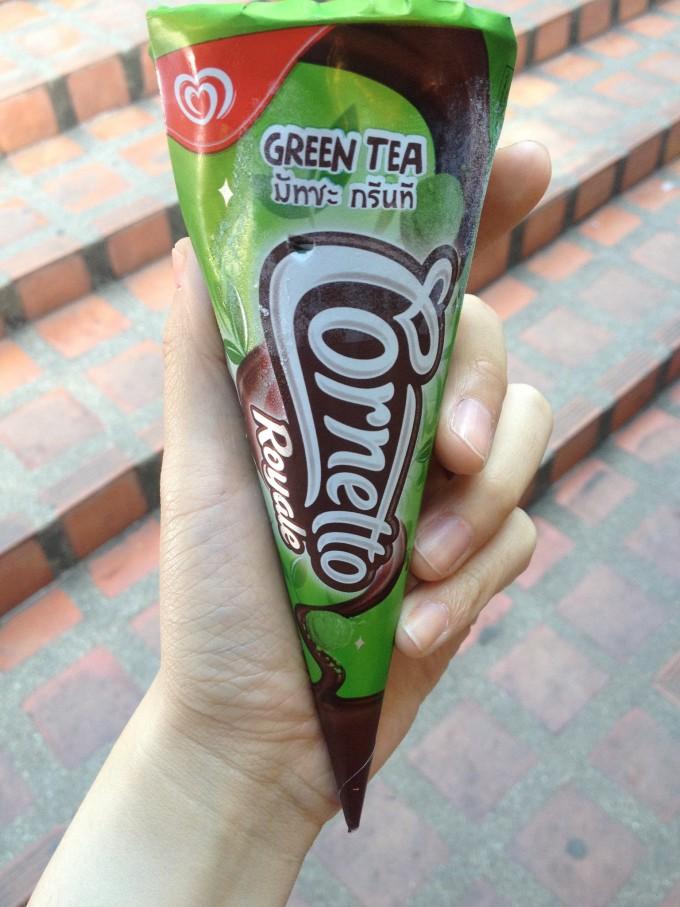 到哪都要吃冰激凌,我买这个的时候在国内真的还没见过抹茶味的可爱多