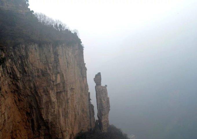 抱犊村和锡崖沟相距35公里,有一条缘山腰的羊肠小道相通.图片