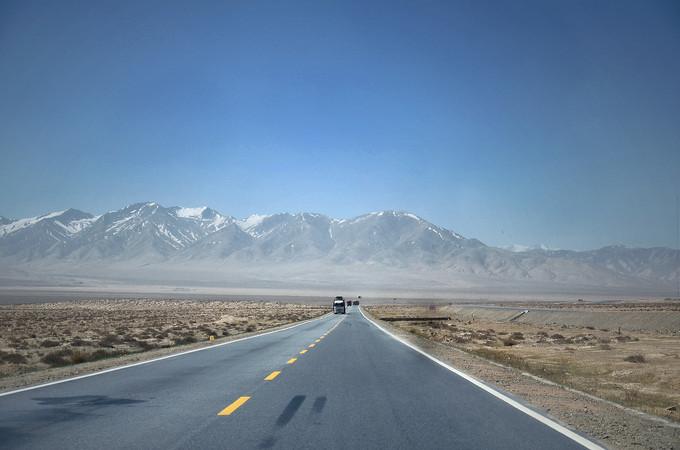 西北风景道路摄影