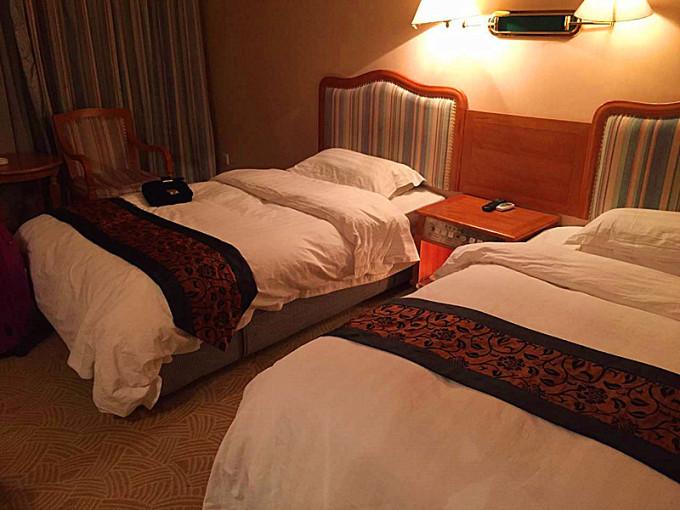 (╰_╯)#) 黄龙附近的酒店在这个时候都基本关门,实在没有办法只能
