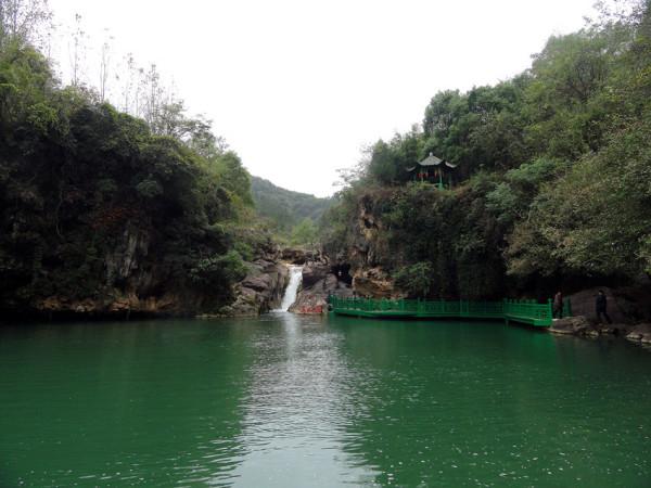 23日随团到湖北京山县绿林山风景区二日游,游览了绿林寨,美人谷景点.