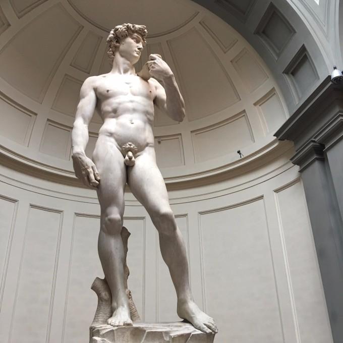 学院美术馆的镇馆之宝,米开朗基罗的的雕塑作品--《大卫》 大卫体格