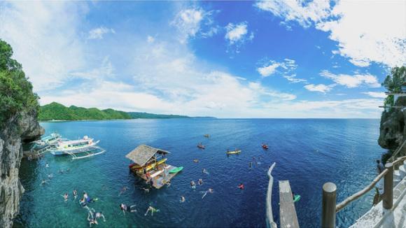 """长滩岛 长滩岛位于菲律宾中部,形状如同一个哑铃,被誉为""""世界上最细"""