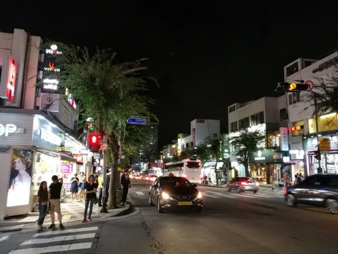 保健路是济州岛最有名的步行街了,逛的吃的玩的应有尽有,所以住宿订